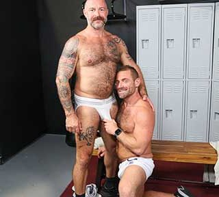 After working out Jacob Woods and Musclebear Montreal talk about what part of the body they trained. Musclebear offers to give Jacob a little massage to tend to his sore muscles.